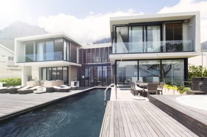 Selling luxury property